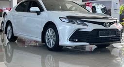 Toyota Camry 2021 года за 16 300 000 тг. в Актау – фото 2