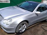 Mercedes-Benz C 230 2003 года за 3 000 000 тг. в Нур-Султан (Астана) – фото 2