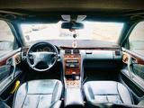 Mercedes-Benz E 320 2001 года за 3 800 000 тг. в Атырау – фото 4