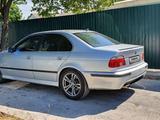 BMW 528 1998 года за 2 350 000 тг. в Шымкент – фото 3