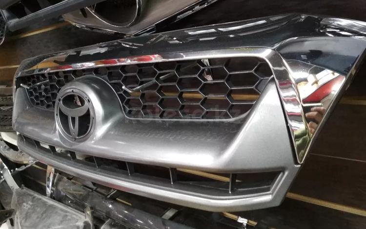 Решетка на Toyota Hilux 08-10 за 18 000 тг. в Алматы