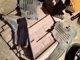 Мерс.210 Передние подкрылки за 15 000 тг. в Алматы