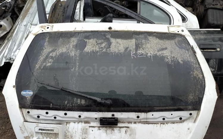 Дверь багажника Subaru Forester SG5 за 30 000 тг. в Кокшетау