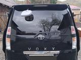 Toyota Voxy 2004 года за 2 600 000 тг. в Риддер – фото 2