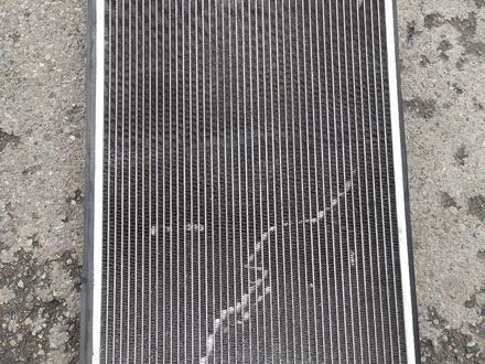 Радиатор Audi A6 C5 за 25 000 тг. в Алматы – фото 2
