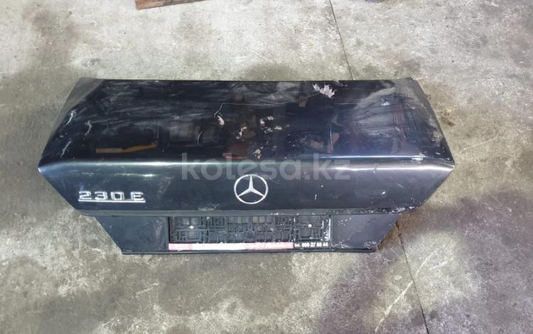 Крышка багажника на Mercedes Benz w124 за 12 000 тг. в Алматы