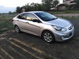 Hyundai Solaris 2013 года за 3 200 000 тг. в Актобе – фото 2