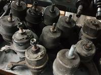 Подушки двигателя на камри 30 в оригинале япония за 1 414 тг. в Алматы