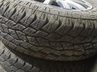 Отличный комплект резины на титанках TOYO OPEN COUTRY за 150 000 тг. в Алматы