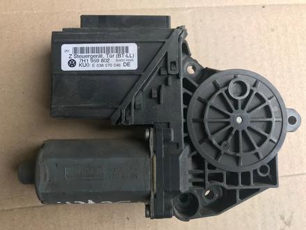Мотор стеклоподъемника правый VW t5 за 15 000 тг. в Костанай