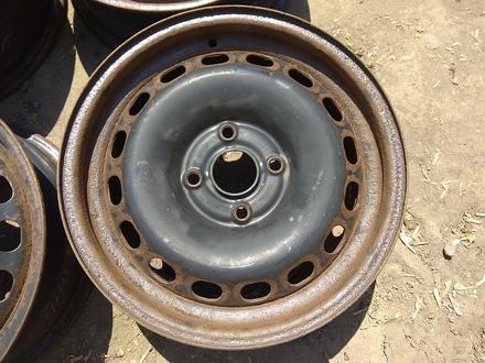 Железные диски на Ауди Б4 R15 (4*108 6J ЦО57.1 ЕТ37). Диски ровны за 20 000 тг. в Нур-Султан (Астана) – фото 2
