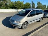 Volkswagen Sharan 2000 года за 1 700 000 тг. в Костанай