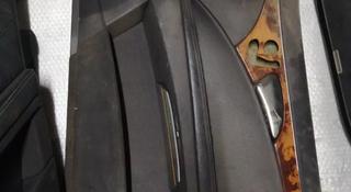 Обшивка двери передняя правая mercedes-benz w211 e-class за 15 000 тг. в Алматы