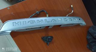 Накладка двери багажника TOYOTA Highlander за 40 000 тг. в Алматы