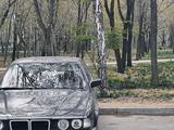BMW 750 1989 года за 3 600 000 тг. в Алматы – фото 2