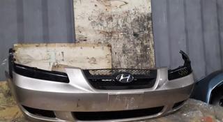 Решетка бампера на Hyundai Sonata за 5 000 тг. в Караганда