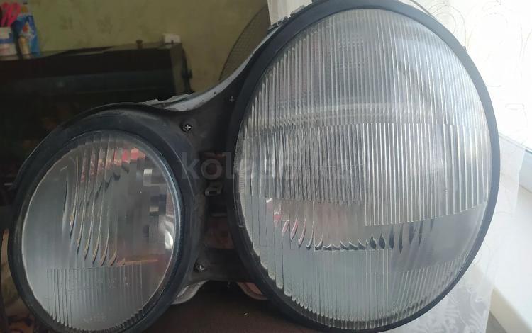 Фара w210 за 17 000 тг. в Караганда