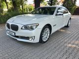 BMW 740 2014 года за 14 800 000 тг. в Алматы – фото 2