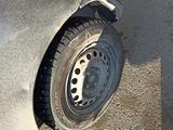Mazda 323 1996 года за 650 000 тг. в Караганда – фото 2