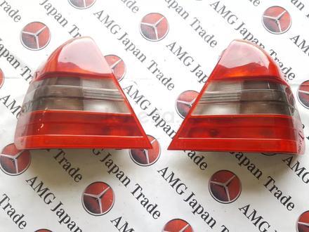 Комплект стоп сигналов на Mercedes-Benz w202 c36 AMG за 17 204 тг. в Владивосток – фото 2