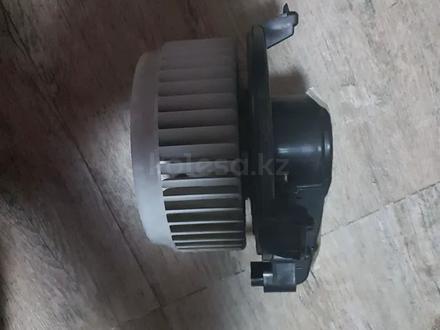 Мотор печки салона на Toyota Camry XV 50, оригинал за 20 000 тг. в Алматы – фото 2