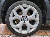 Шины + диски на БМВ x5 e70, x6 e71 (BMW x5, x6) за 400 000 тг. в Алматы – фото 2
