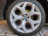 Шины + диски на БМВ x5 e70, x6 e71 (BMW x5, x6) за 400 000 тг. в Алматы – фото 4