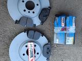 Новые тормозные диски 348х30 и новые спортивные колодки HAWK на… за 60 000 тг. в Алматы