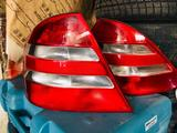 На Мерседес Бенц s320, с220 задние фонари в оригинале б… за 666 тг. в Алматы