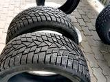 Шипованные шины Дунлоп состояние отличное за 180 000 тг. в Актобе