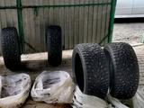 Шипованные шины Дунлоп состояние отличное за 180 000 тг. в Актобе – фото 4