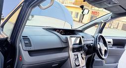 Toyota Voxy 2010 года за 4 700 000 тг. в Семей – фото 4