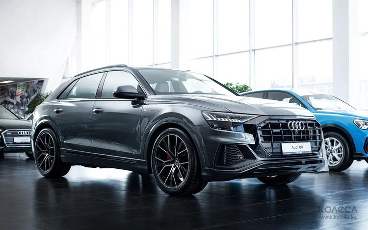 Audi Q8 55 TFSI Quattro 2021 года за 51 870 000 тг. в Алматы
