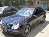 Mercedes-Benz C 200 2000 года за 2 000 000 тг. в Жезказган – фото 2
