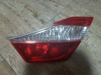 Фонарь задний в крышку багажника на Toyota Camry XV50 Оригинал за 4 000 тг. в Алматы