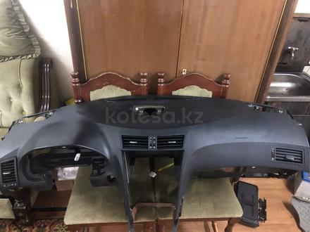 Панель торпедо Lexus GS300-350 за 145 000 тг. в Алматы