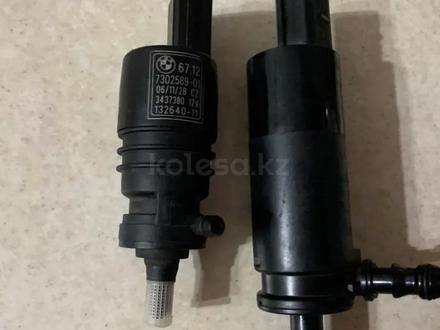Насос омывателя е60 е66 е92 моторчик омывател за 10 000 тг. в Алматы – фото 3