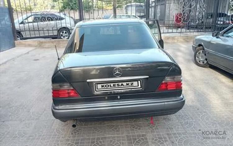 Mercedes-Benz E 220 1994 года за 2 200 000 тг. в Шымкент