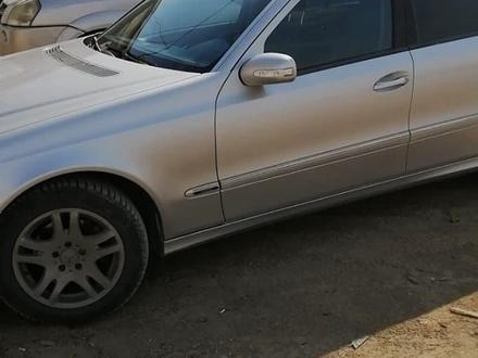 Mercedes-Benz E 200 2003 года за 3 350 000 тг. в Атырау