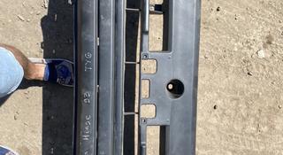 Передний бампер на Toyota Hiace 1993 за 25 000 тг. в Нур-Султан (Астана)