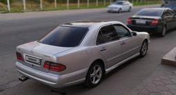 Mercedes-Benz E 320 1996 года за 2 350 000 тг. в Алматы – фото 2