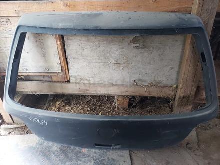 Дверь багажника golf 4 за 15 000 тг. в Алматы