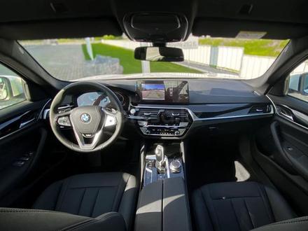 BMW 520 2021 года за 25 200 000 тг. в Уральск – фото 13