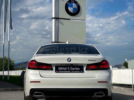 BMW 520 2021 года за 25 200 000 тг. в Уральск – фото 10