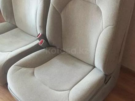 Сиденья в комплекте за 200 000 тг. в Алматы – фото 2