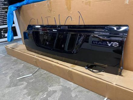 Нижний крышка багажника Land Cruiser 200 за 150 000 тг. в Алматы