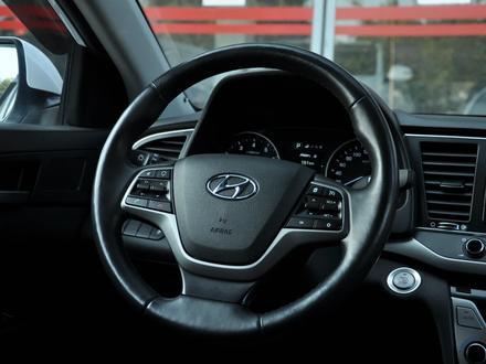 Hyundai Elantra 2018 года за 9 050 000 тг. в Шымкент – фото 12
