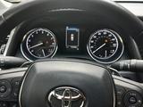 Toyota Camry 2020 года за 13 500 000 тг. в Алматы – фото 4