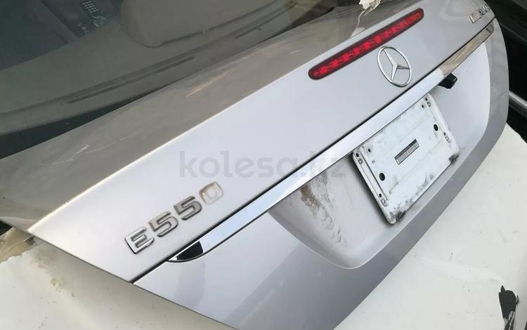 Крышка багажника на мерседес w211 рестайл и до рестайлинг седан… за 11 111 тг. в Алматы