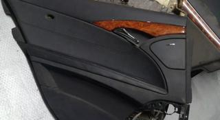 Обшивка задней левой двери на Mercedes Benz w211 Е класса за 15 000 тг. в Алматы